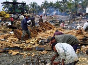 Esposizione all'amianto, Bangladesh, foto di Adam Cohn su Flickr, licenza CC.