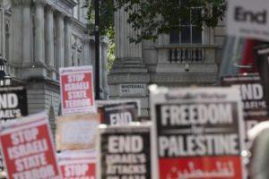 Il mondo ha dimostrato il suo sdegno sia rispetto a Gaza che alla Siria. Ma diversamente dalla Siria, i governi occidentali dispongoni di mezzi per fermare le violenze in Palestina. Demotix/Brian Duffy, tutti i diritti riservati.