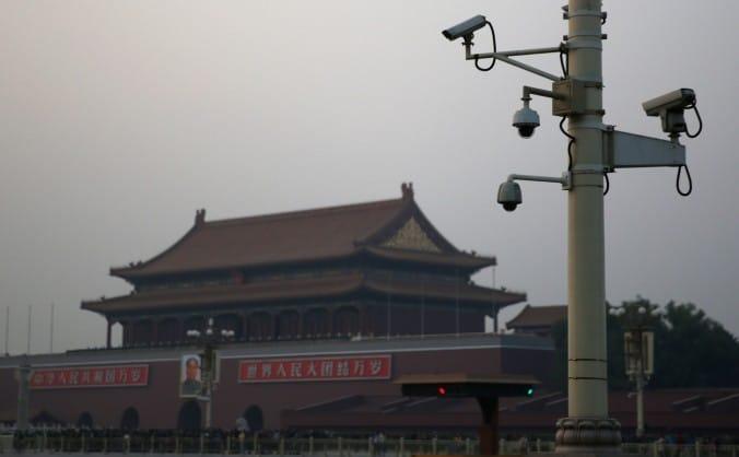 Otto novembre 2013, videocamere di sorveglianza davanti all'entrata di Tiananmen a Pechino, Cina. (Feng Li / Getty Images)
