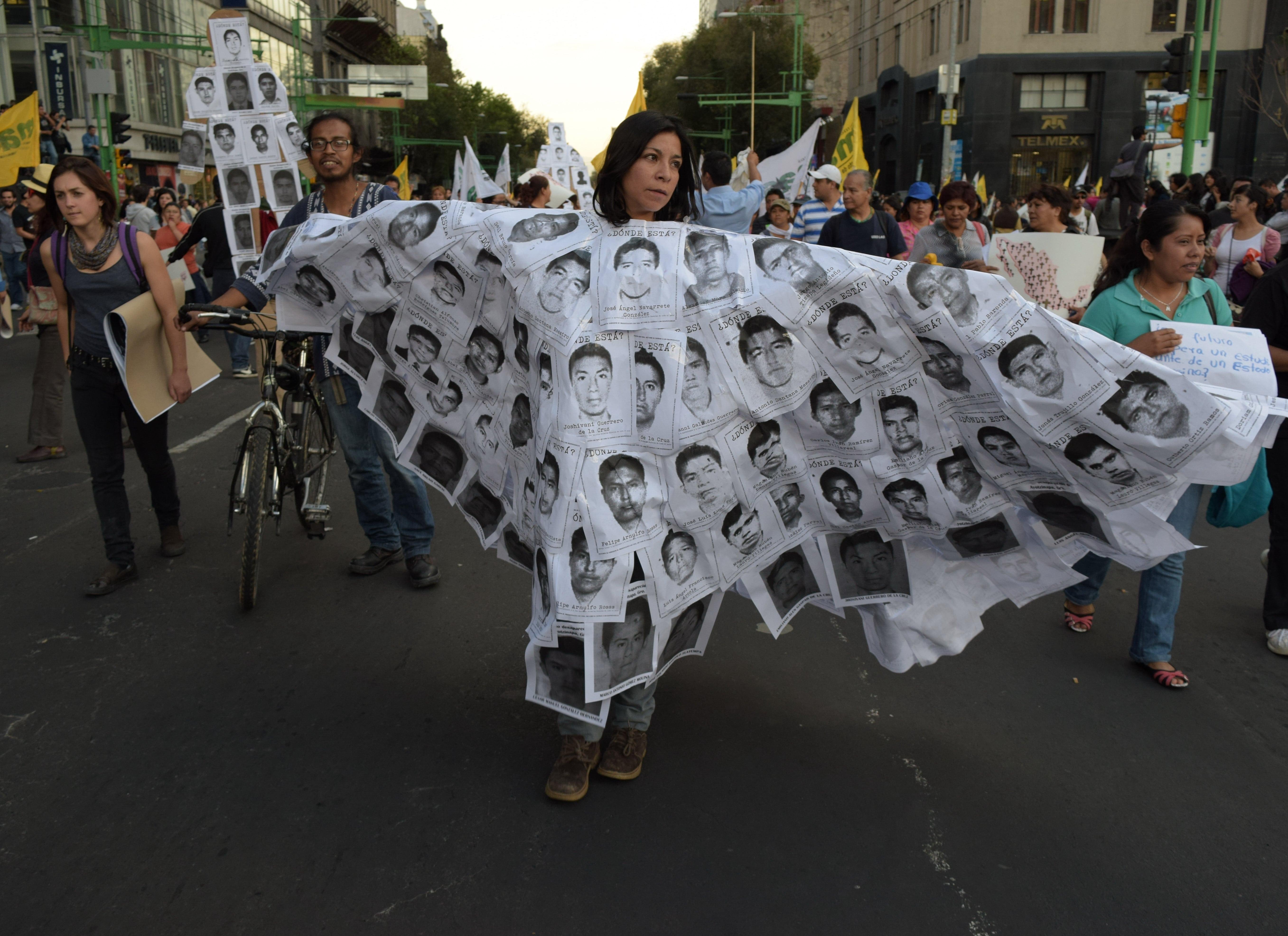 15.000 persone in marcia contro la sparizione degli studenti di Ayotzinapa. 8 ottobre 2014, Enrique Perez Huerta su copyright Demotix.