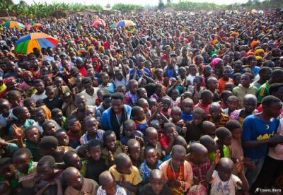 Il potere del popolo: Burundesi manifestano a Bujumbura nel settembre 2013. Foto di Troens Bevis.
