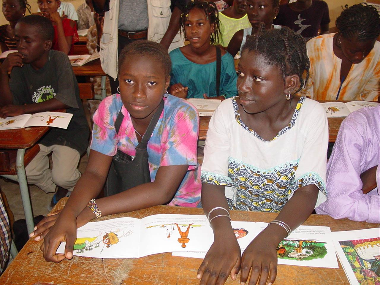 Studenti in Senegal, immagine da Wikipedia.