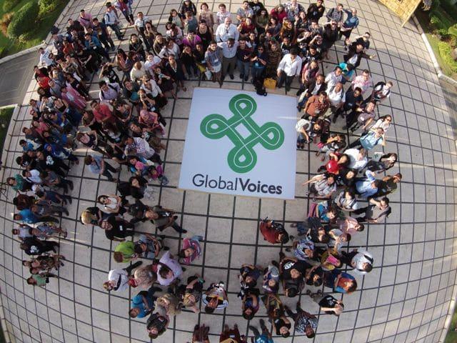 Membri della comunità di Global Voices provenienti da 60 Paesi ripresi da un drone. Foto concessa da @ka_bino e PR Works.