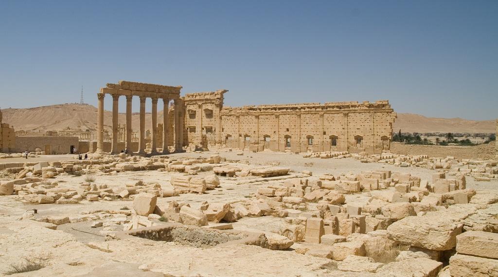 Tempio di Bel, Palmira, recentemente distrutto dai militanti del gruppo Stato Islamico. Foto di Alper Çuğun su Flickr, licenza CC BY-NC 2.0
