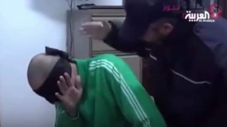 Estratto video da Al Arabiya, le immagini della tortura di Saadi Gheddafi, estradato dal Niger in Libia lo scorso anno e detenuto in una prigione di Tripoli.
