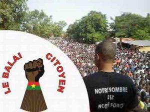 """Manifestazione di piazza organizzata dal movimento """"Le balai citoyen"""", ovvero """"La scopa dei cittadini"""""""