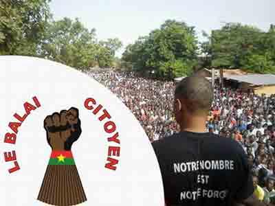 """Manifestazione di piazza organizzata dal movimento """"Le balai citoyen"""" ovvero """"La scopa dei cittadini"""", ispirata all&#8217idea di eliminare la corruzione dalla politica."""