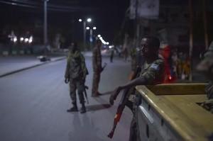 Pattuglie di controllo a Mogadiscio contro gli attacchi di al-Shabaab. Foto Flickr/AMISOM/Tobin Jones di pubblico dominio.