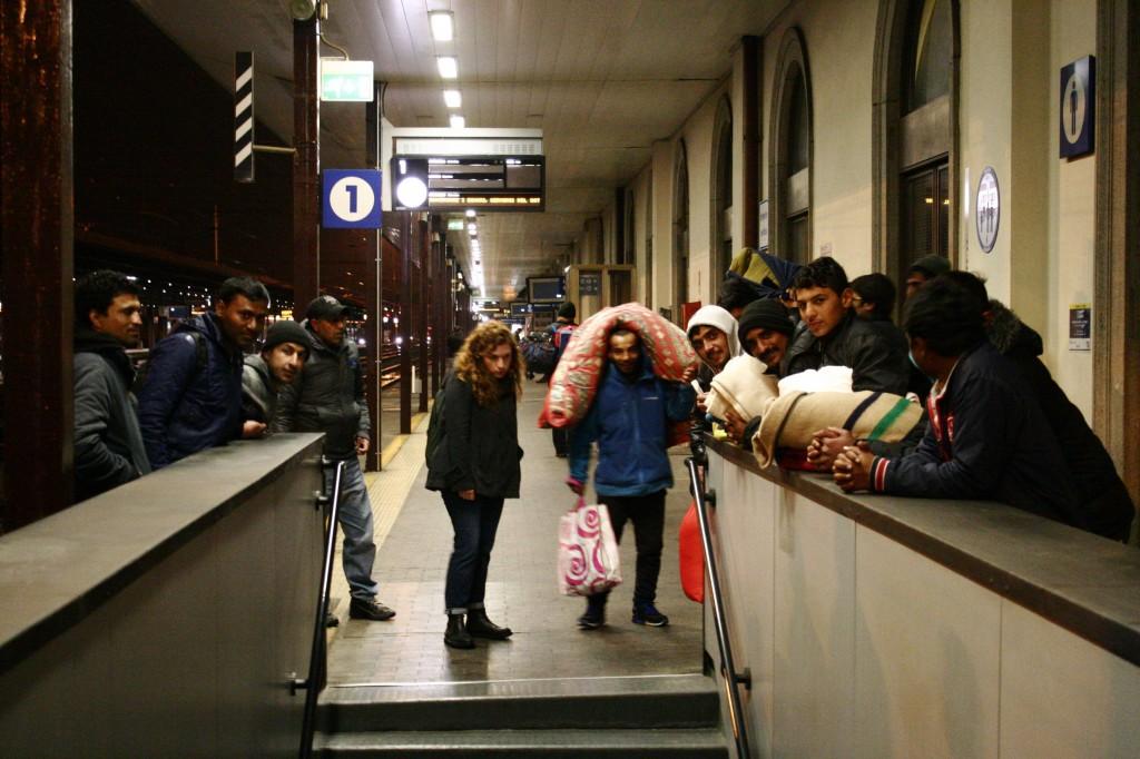 Migranti in stazione a Udine 2