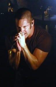 Il cantautore americano Trent Reznor durante un concerto nel 2009