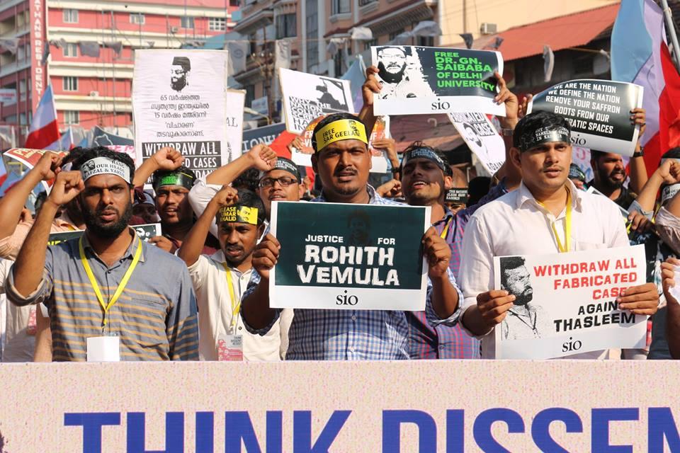 Un raduno di solidarietà per la morte di Rohith Vemula nel Kerala, 7 marzo 2016, immagine ripresa da Wikicommons/ Zuhairali. Alcuni diritti riservati.