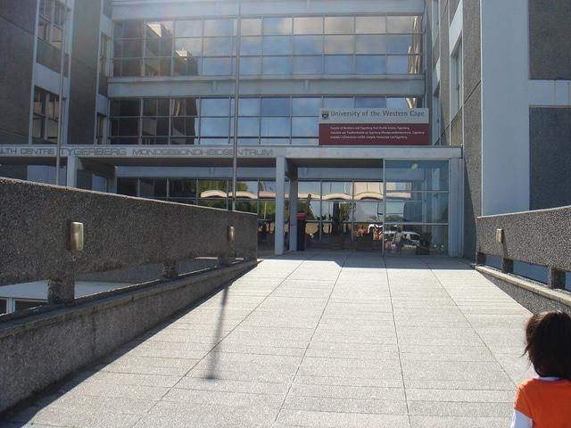 University of Western Cape - Odontoiatria -Foto dell'utente OER Africa- Flickr - CC