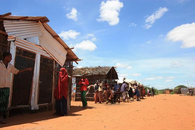 Nel 2011 il campo di Dadaab ospitava più di 470mila richiedenti asilo, nel 2016 insieme a quelli di Kakuma sono arrivati a 600mila (Photo: EC/ECHO/Daniel Dickinson, CC)