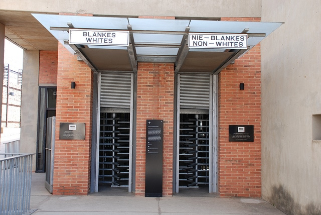 Foto Flickr dell'utente Rob. Museo dell'apartheid di Johannesburg. Licenza CC.