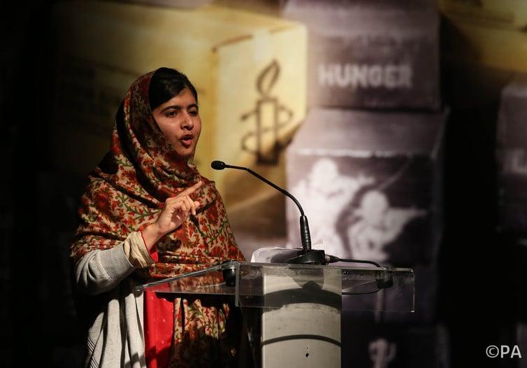 Malala Yousafzai, attivista pakistana che ha ricevuto il Premio Nobel, indossa l'hijab.