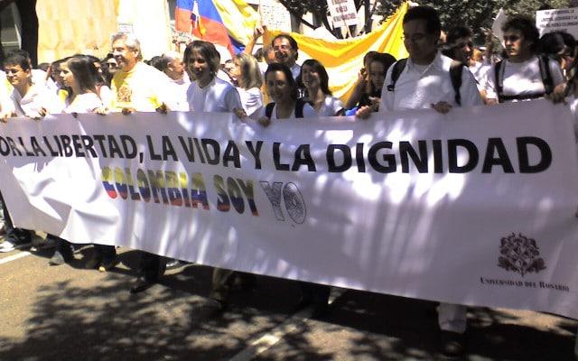 Manifestazione per la pace in Colombia, immagine Wikipedia di pubblico dominio