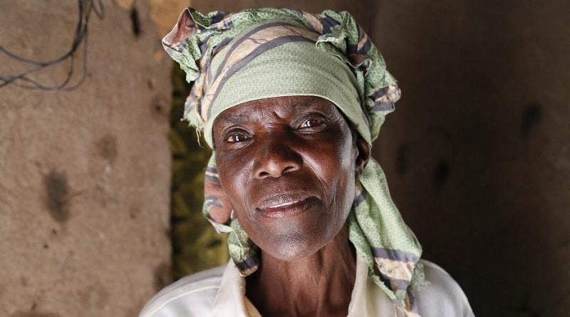 Le donne anziane sono spesso identificate, ammaliate e molestate. Immagine ripresa da DIFD/Flickr, CC BY.