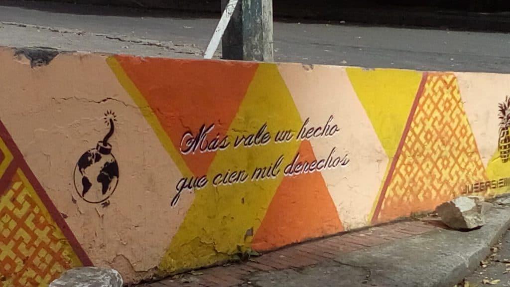 graffiti a bogota. L'arte sui muri è un importante mezzo di espressione giovanile