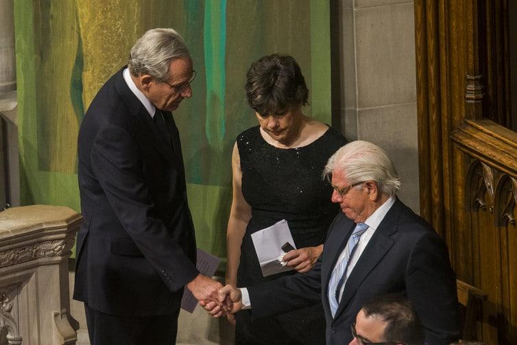 Bob Woodward e Carl Bernstein al funerale del celebre Washington. Post Editor. Ben Brodlee. EPA/Jim Lo Scalzo.