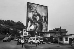 Cartellone pubblicitario tra le strade di Bukavu.