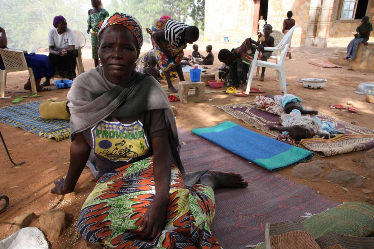 Una sfollata che ha trovato riparo nella baraccopoli di Sainte Therese a Yolo. Boko Haram le ha ucciso il marito. Flickr/ECHO/Isabel Coello. Alcuni diritti riservati.