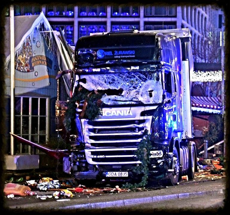 Foto Flickr dell'utente Karl-Ludwig Poggemann. Tir utilizzato per l'attacco terroristico ai mercatini di Natale di Berlino. Licenza CC.