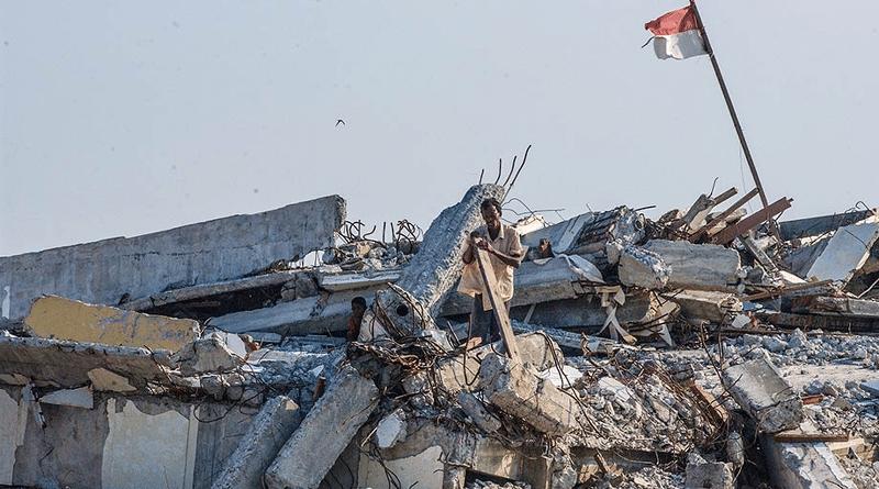 I danni provocati dallo tsunami abbattutosi in Indonesia lo scorso 26 dicembre 2004. Rignam Wangkhang. Foto ripresa da Flickr. (CC BY 2.0)