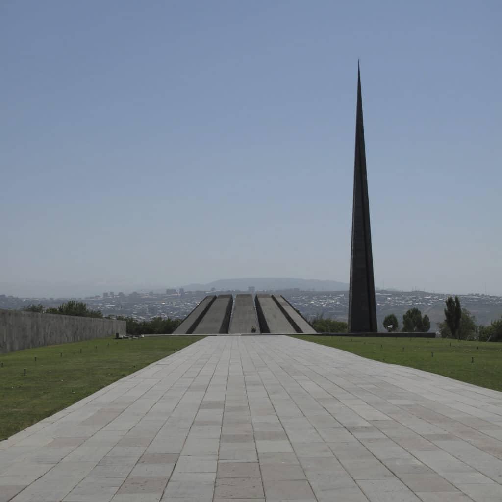 Memoriale del Genocidio Armeno a Yeveran. Foto utente Armen Gurekian. Wikicommons, licenza CC.