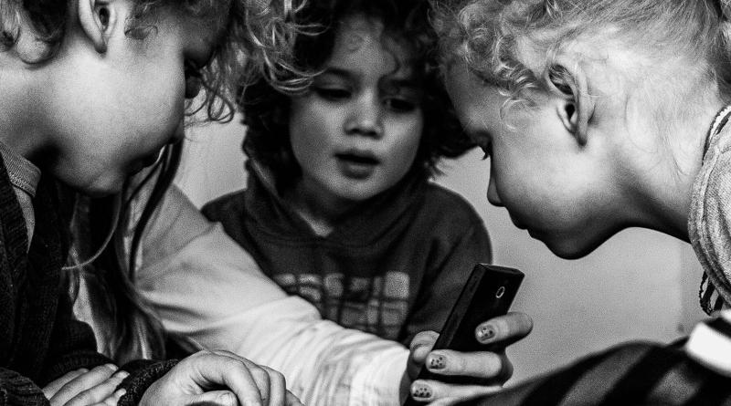 Smartphone a scuola: educativo per alcuni, dannoso per altri