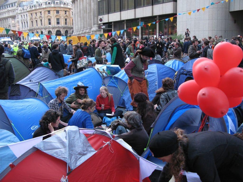 Proteste a Londra durante il Vertice del G20, 2009. Immagine ripresa da Flickr/Charlotte Gilhooly in licenza CC.