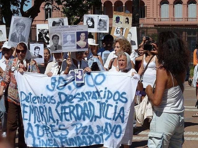 Manifestazione delle Madri di Plaza de Mayo. Untente Flickr Edith Schreurs. Licenza CC