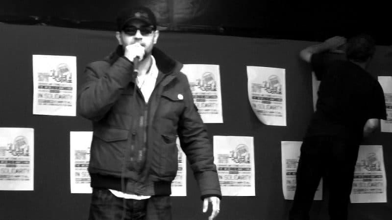 """Il musicista iraniano Shahin Najafi all'evento """"Uniti per l'Iran"""" di Amsterdam. Twitter e Instagram non gli hanno concesso la verifica del profilo nonostante le continue minacce arrivate al suo account. Foto di Marjolein Katsma tramite Flickr (CC BY-SA 2.0)"""