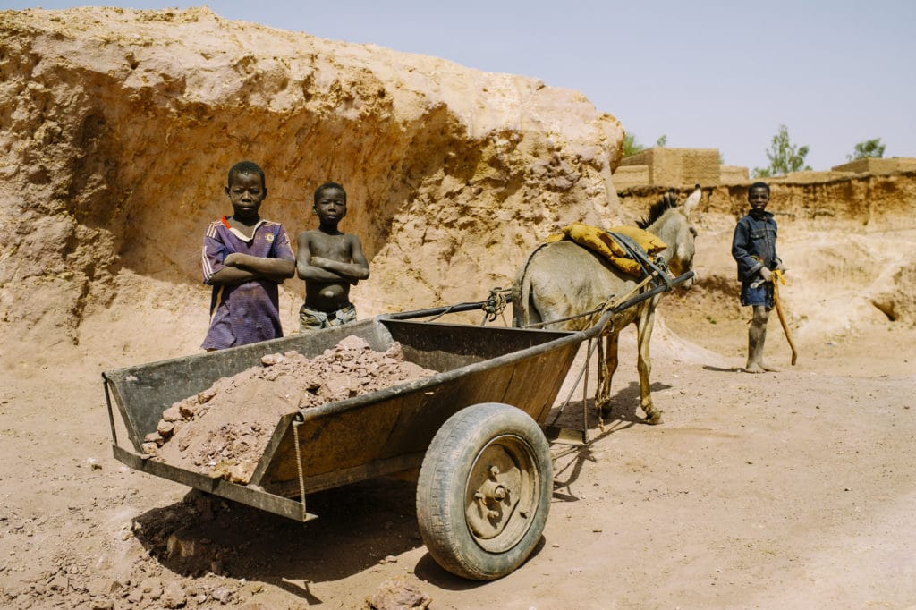Lavoro minorile in Burkina Faso. Foto dell'utente Flickr ILO in Asia and the Pacific. Licenza CC.