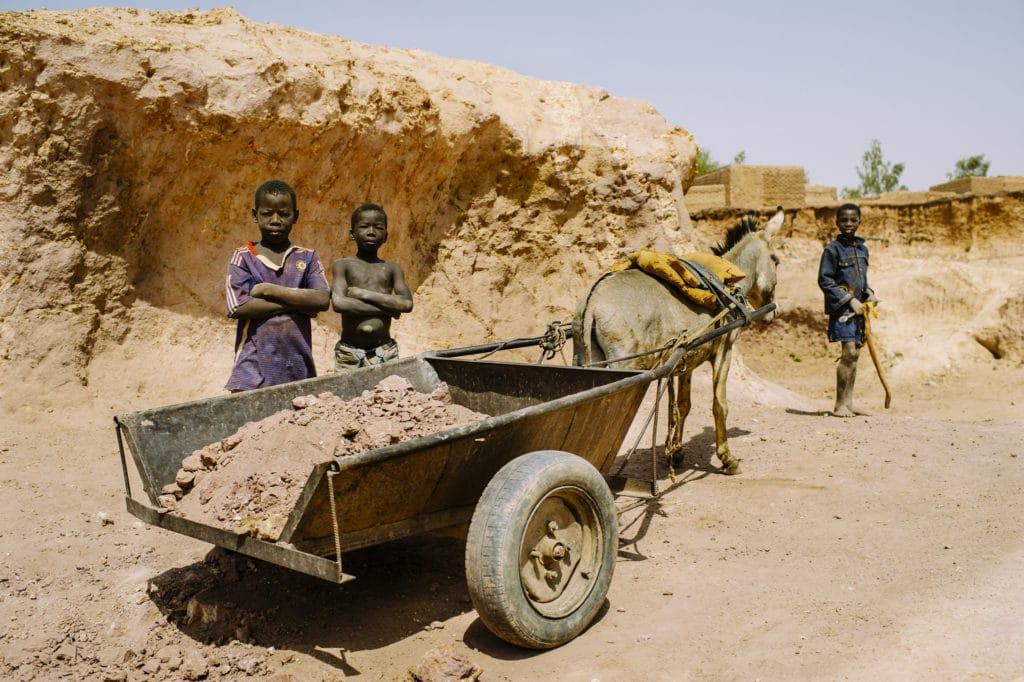 Lavoro minorile in Burkina Faso. Foto dell'utente Flickr ILO in Asia and the Pacific. Licenza CC.