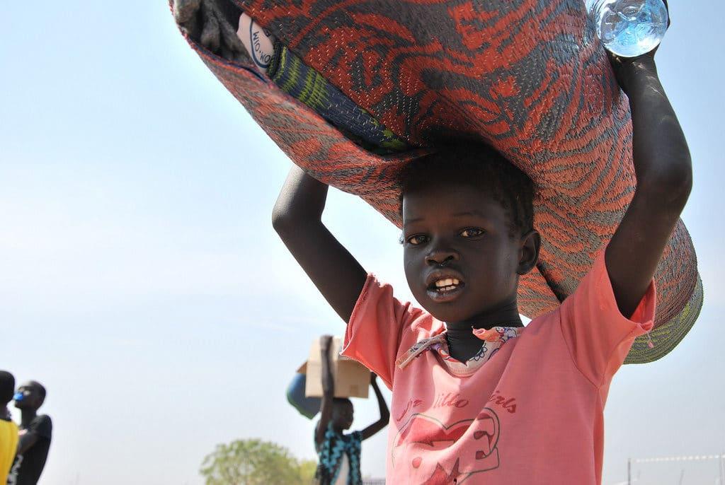 Bambino in fuga dal Sud Sudan. Immagine da Google con Diritto di utilizzo
