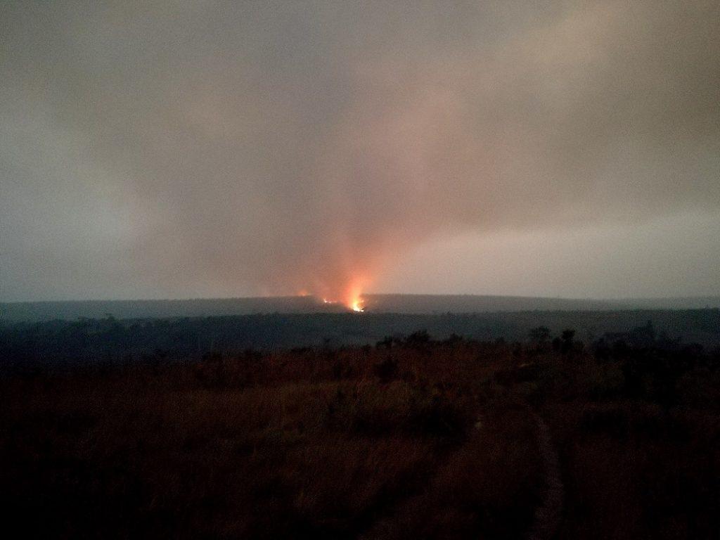 Incendi ovunque durante la stagione secca per praticare la slash and burn agriculture.