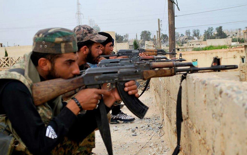 Combattenti curdi. Foto Flickr dell'utente KurdIshstruggle. Licenza CC.