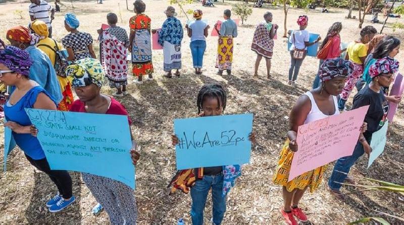 Donne protestano silenziosamente a Nairobi per la rappresentanza femminile in politica. Foto di Jerry Riley ripresa da openDemocracy.