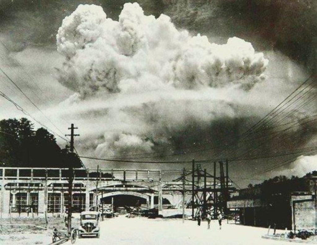 Nagasaki, 20 minuti dopo il lancio della bomba atomica nel 1945. Immagine ripresa da Flickr/Semilla Luz. CC-BY-2.0