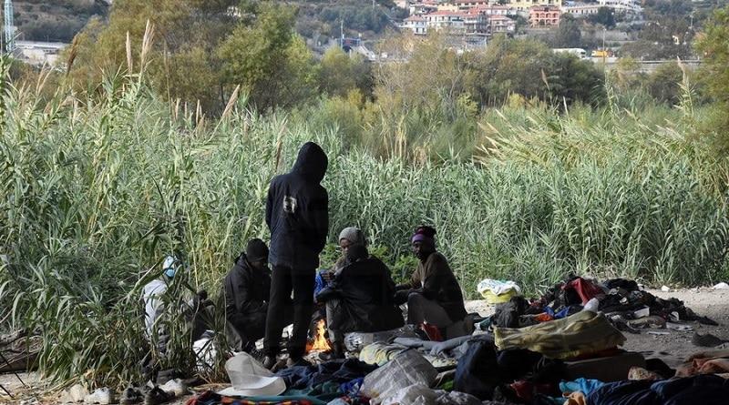 Migranti a Ventimiglia, foto ripresa da Sanremonews.it