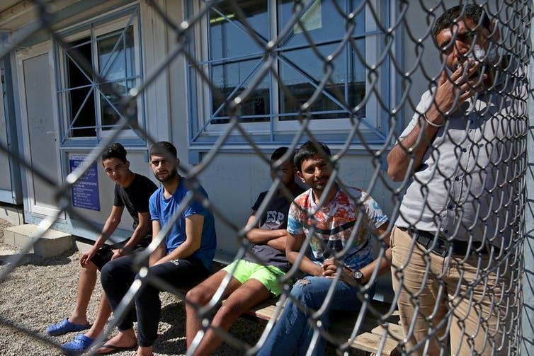 Rifugiati in un campo di detenzione a Fylakio in Grecia, vicino al confine turco, Maggio 2018. Orestis Panagiotou/EPA