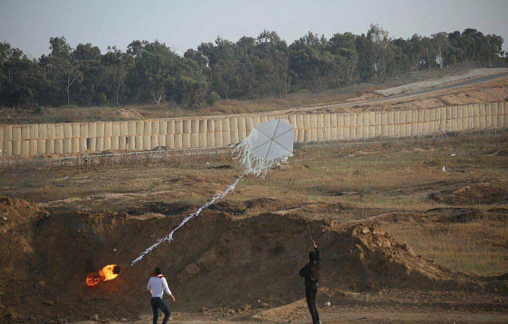 Aquiloni incendiari nelle manifestazioni 2018 nel confine tra Gaza e Israele. Flickr Creative commons -IDF