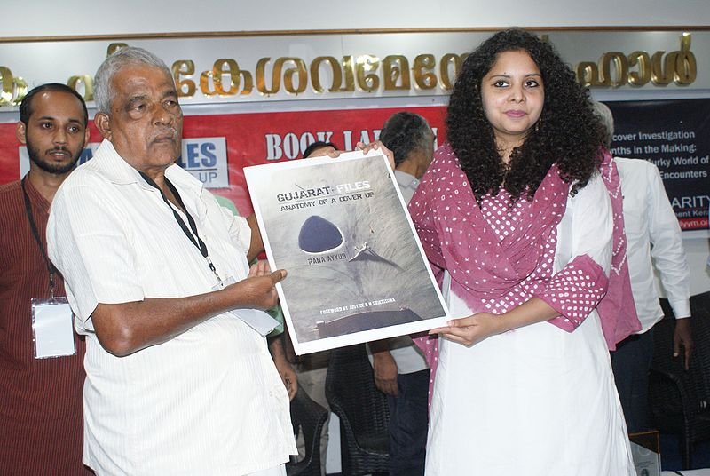 "Rana Ayyub presenta il suo libro ""Gujarat Files: Anatomy of a cover up"". Foto da Wikimedia Commons"