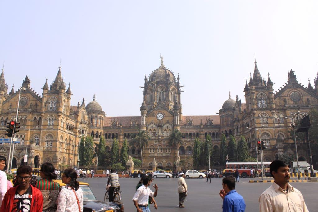 Stazione ferroviaria di Chhatrapati Shivaji, Mumbai. Immagine ripresa da Flickr/Hetarllen Mumriken in licenza CC.