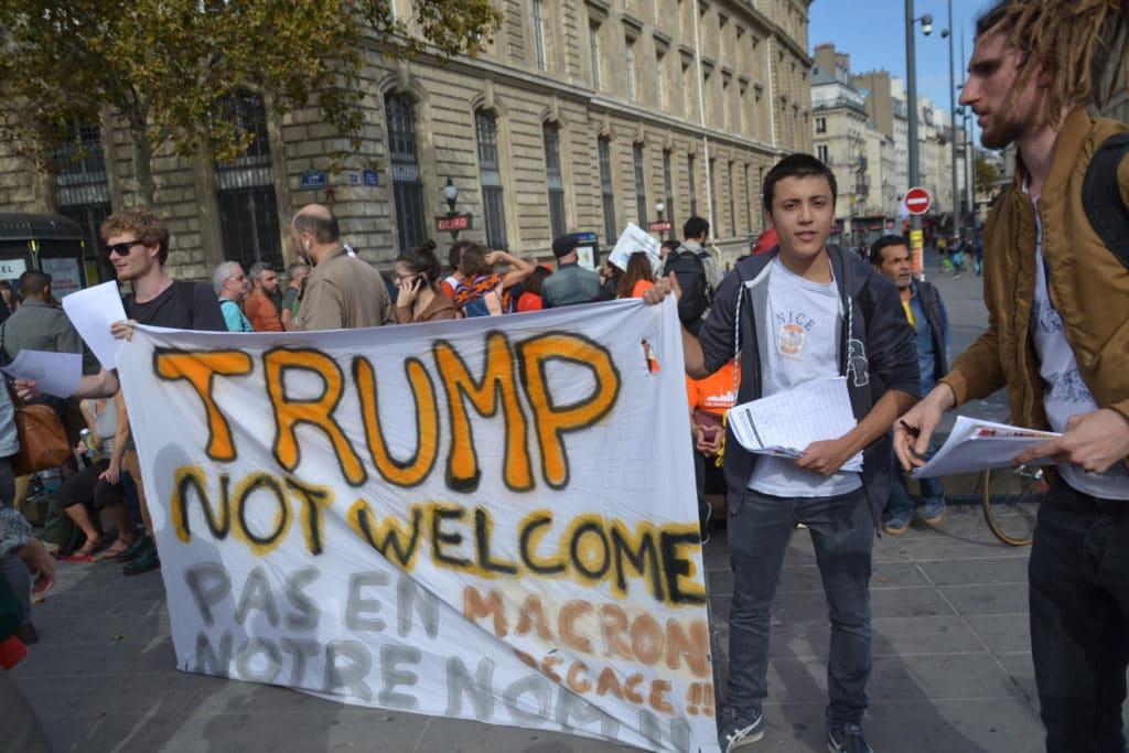 Trump viene invitato a Parigi da Macron per il Centenario della Grande Guerra ma non è il benvenuto. Immagine ripresa da Flickr/Jeanne Menjoulet in licenza CC. Alcuni diritti sono riservati.