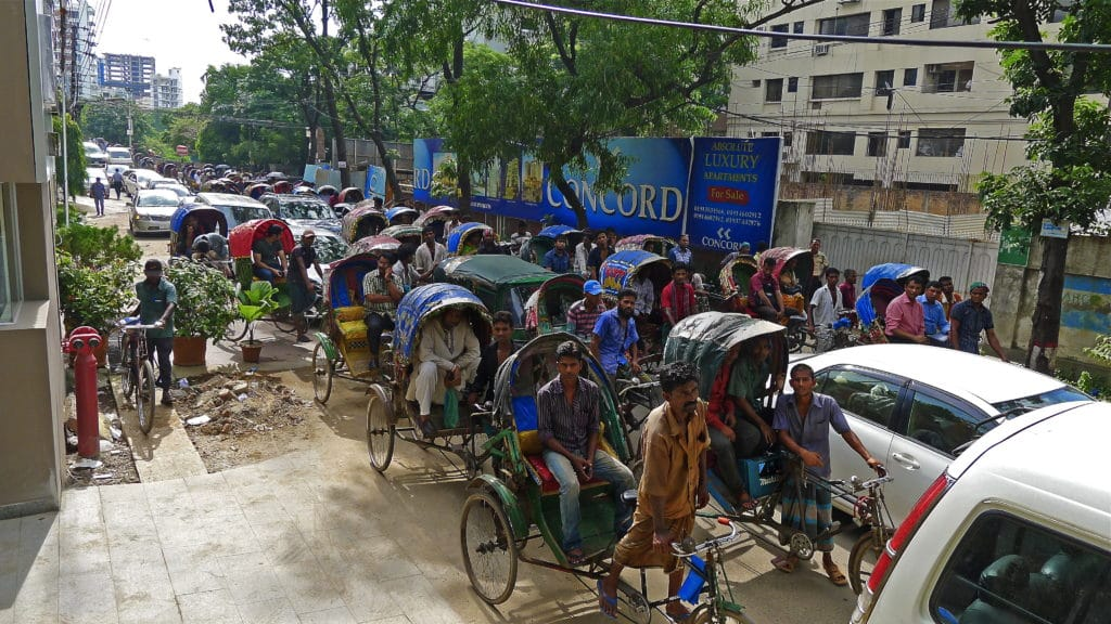 Traffico a Dacca, Bangladesh. Foto Flickr Creative Commons - zol m
