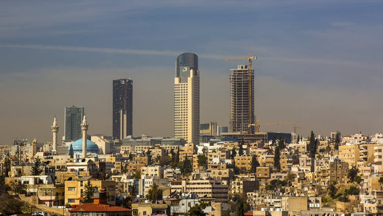La capitale della Giordania, Amman, una città di 4 milioni di persone, ha bisogno di più acqua per sostenere la sua popolazione sempre più in crescita. Shutterstock