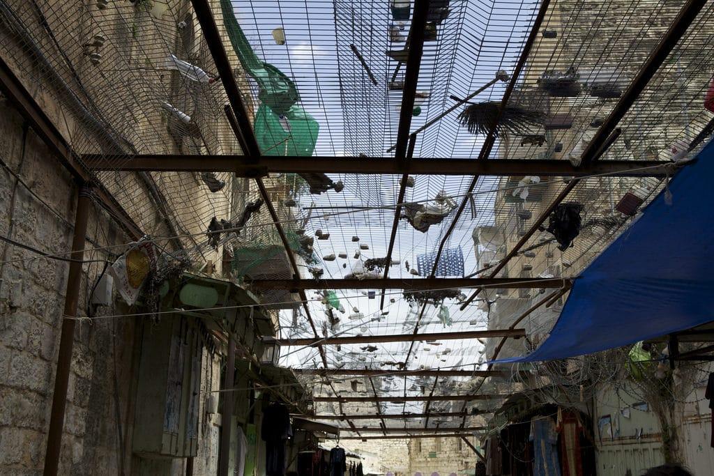 Grate di protezione nelle strade di Hebron - Foto da Flickr Creative