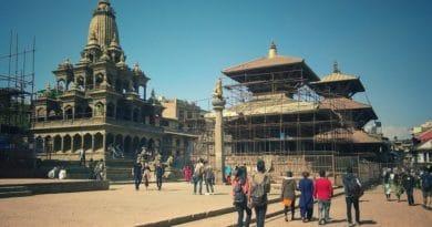 Kathmandu, città 'senza freni' e disagio post-terremoto