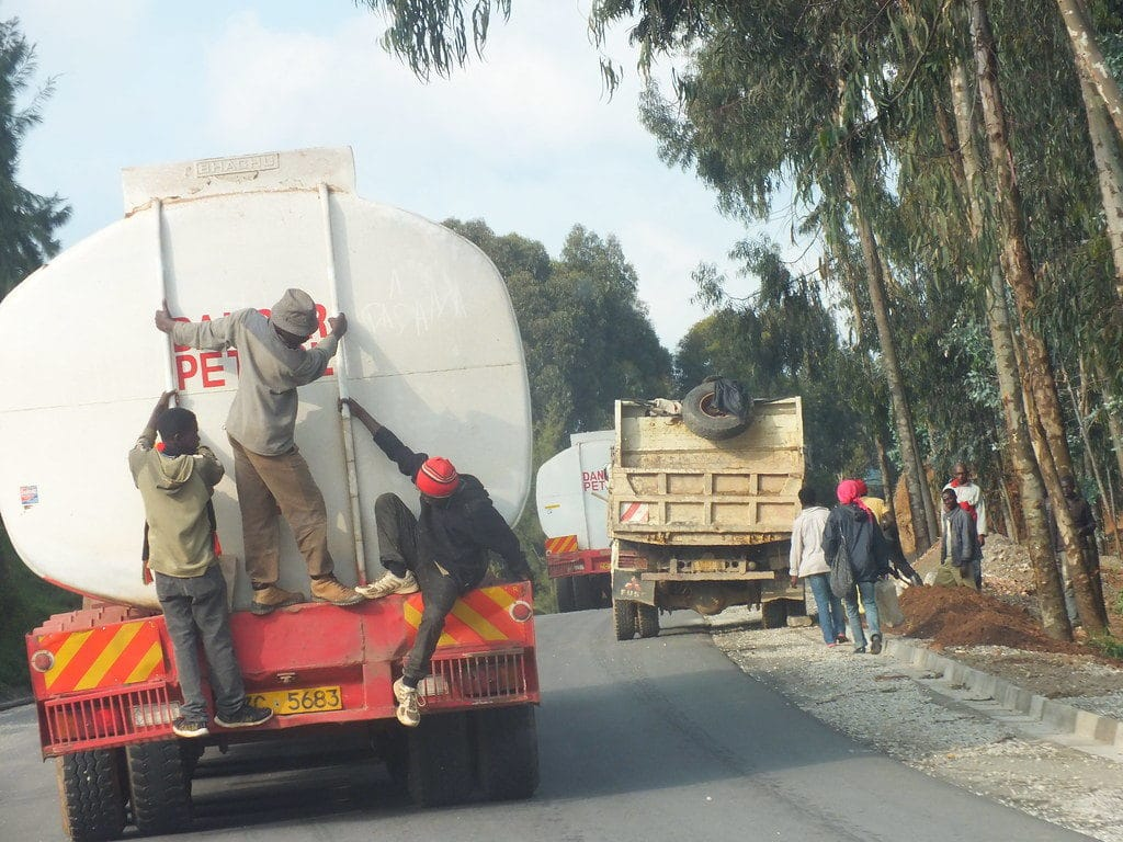 Strada in Rwanda. Immagine ripresa da Flicrk/ Dielon_ManU in licenza CC.